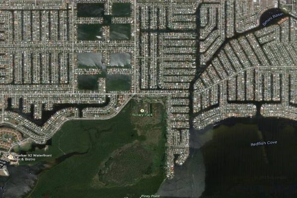 Where is the Cape Coral Eight Lakes Community?